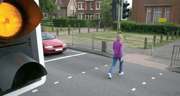 Rule 196: Allow pedestrians to cross when the amber light is flashing